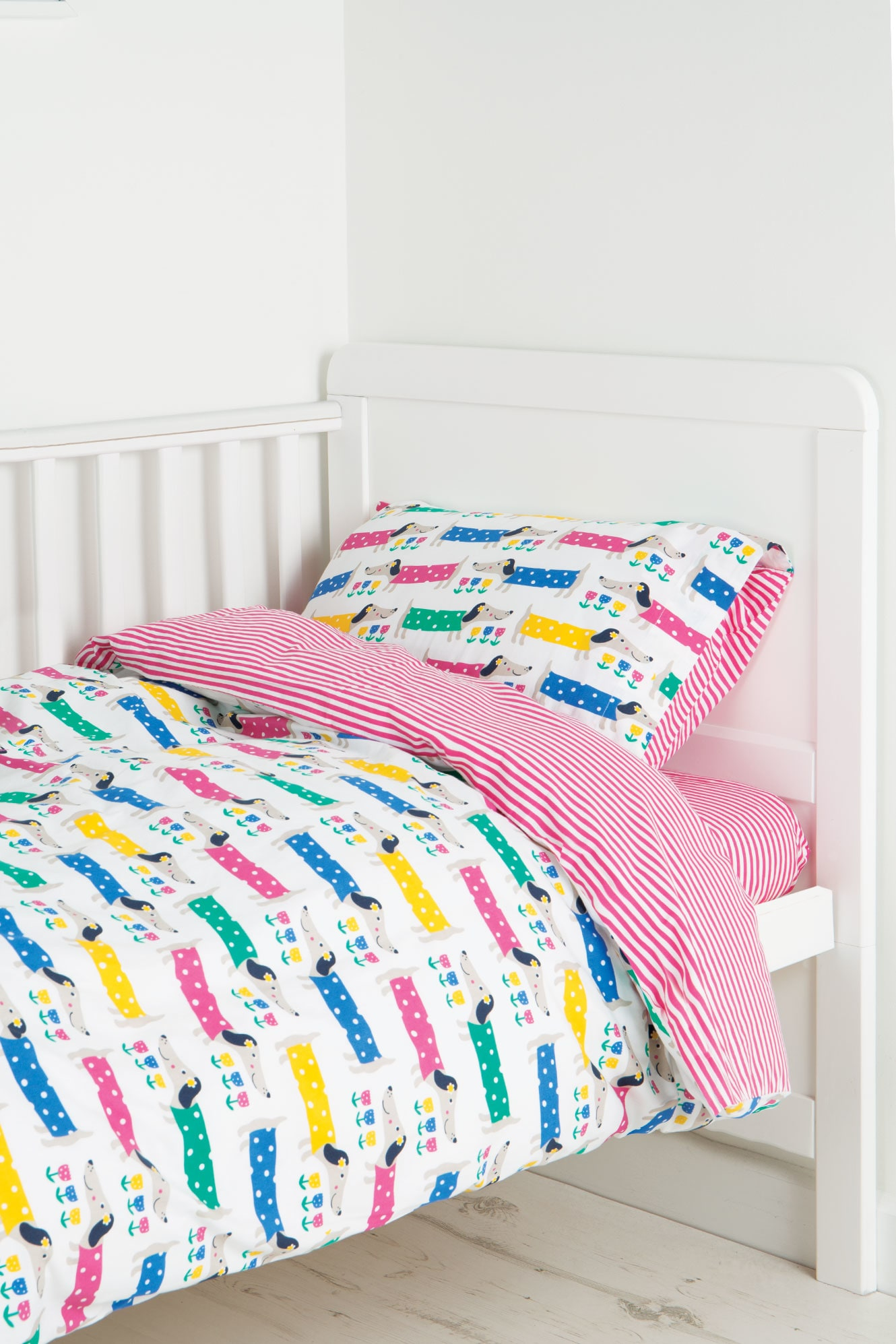 Stockists of Cosy Cot Bed Set