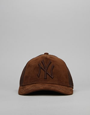 New Era MLB New York Yankees Nubuck Trucker Cap - Brown