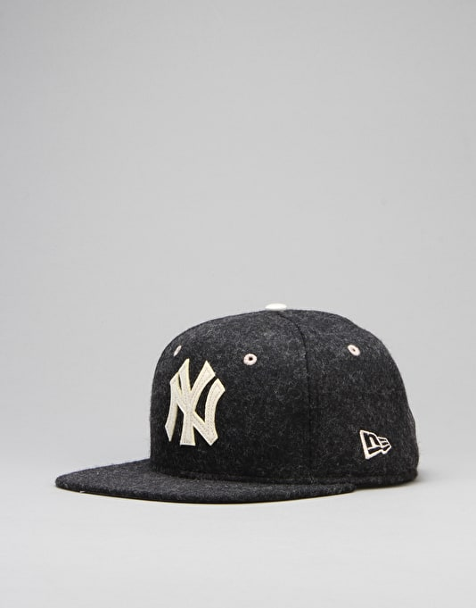 New Era MLB New York Yankees Felt Wool 9Fifty Snapback Cap - Black