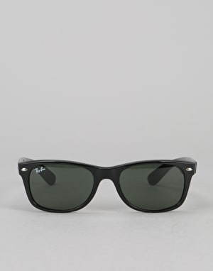 Ray-Ban New Wayfarer Classic - Black/Green G-15 Lens RB2132 901