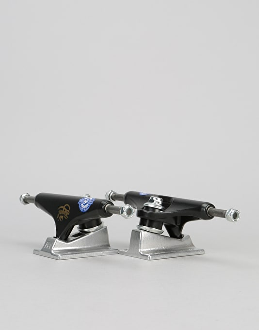 Royal Classic Crown Standard 5.25 Team Trucks - Black/Raw
