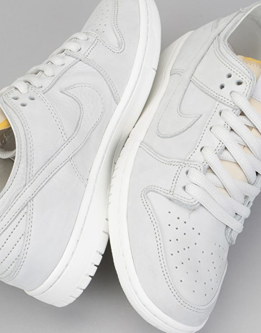 Nike SB Zoom Dunk Low Pro Decon Skate Shoes - Light Bone/Summit White