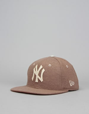 New Era 9Fifty MLB New York Yankees Wool Snapback Cap - Brown