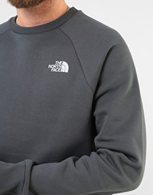 The North Face Raglan Red Box Crew - Asphalt Grey