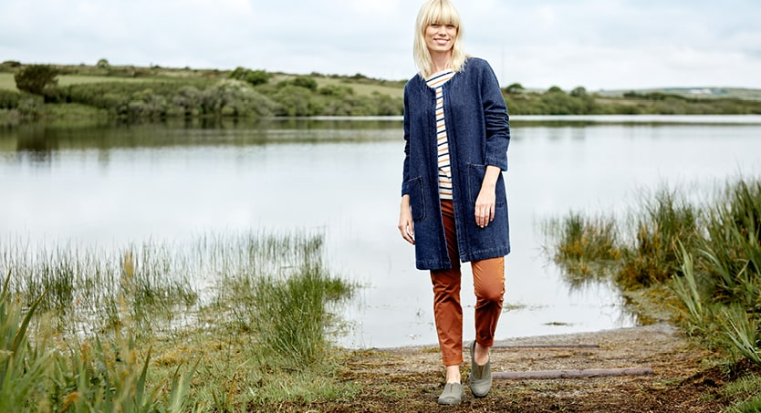 Lady wearing a long navy cardigan with a stripey top at Stithians Reservoir